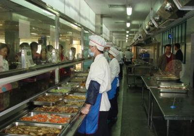明厨亮灶:津市市第一中学食堂